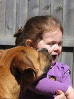 Hoe leer ik mijn kind veilig met honden omgaan