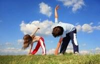 Hoe leer ik mijn kinderen yoga