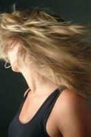 Hoe verf ik mijn haar mooi blond
