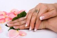 Hoe geef ik mezelf een French manicure
