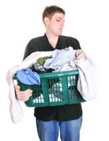 Hoe verhelp ik de stank van gestikt wasgoed